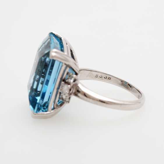 Ladies ring set with a fine aquamarine and diamonds, - photo 4