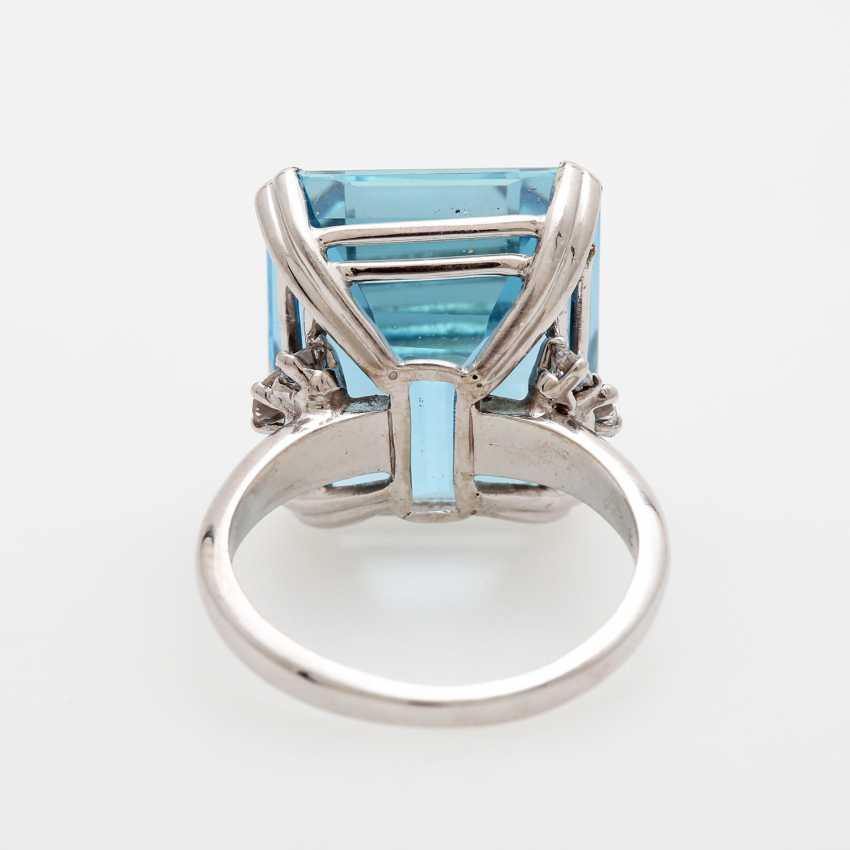 Ladies ring set with a fine aquamarine and diamonds, - photo 5
