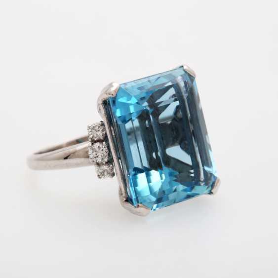 Ladies ring set with a fine aquamarine and diamonds, - photo 2