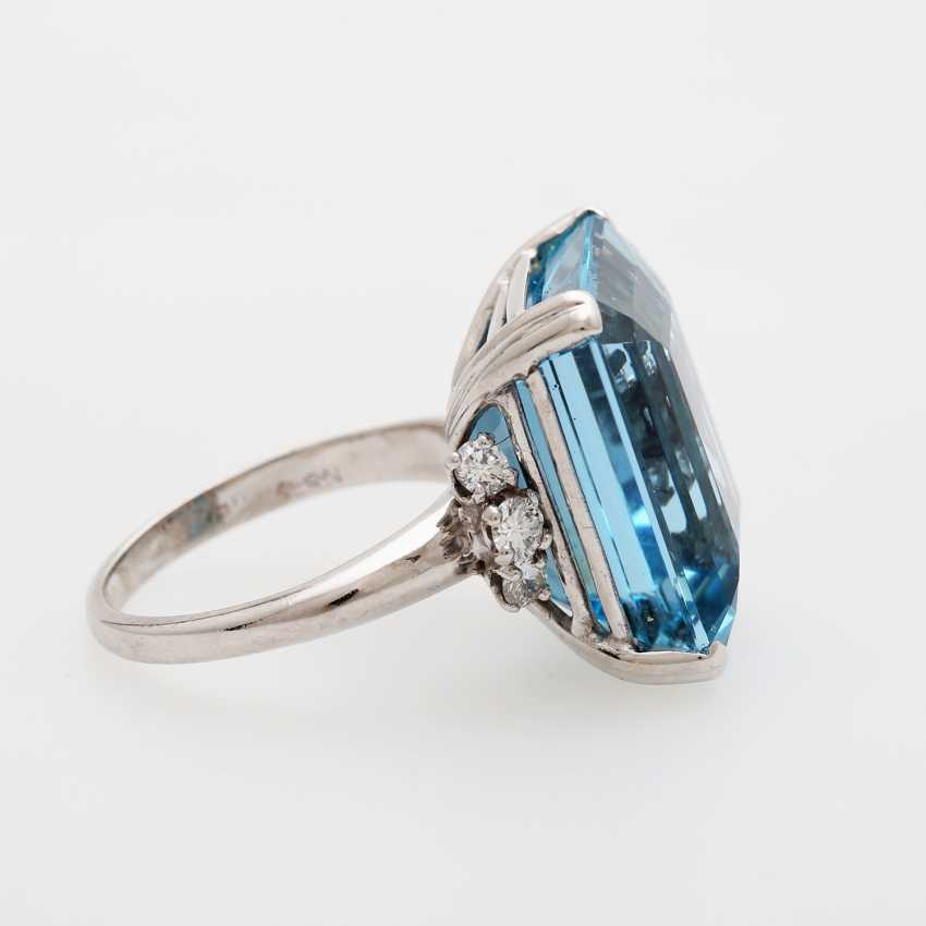 Ladies ring set with a fine aquamarine and diamonds, - photo 3