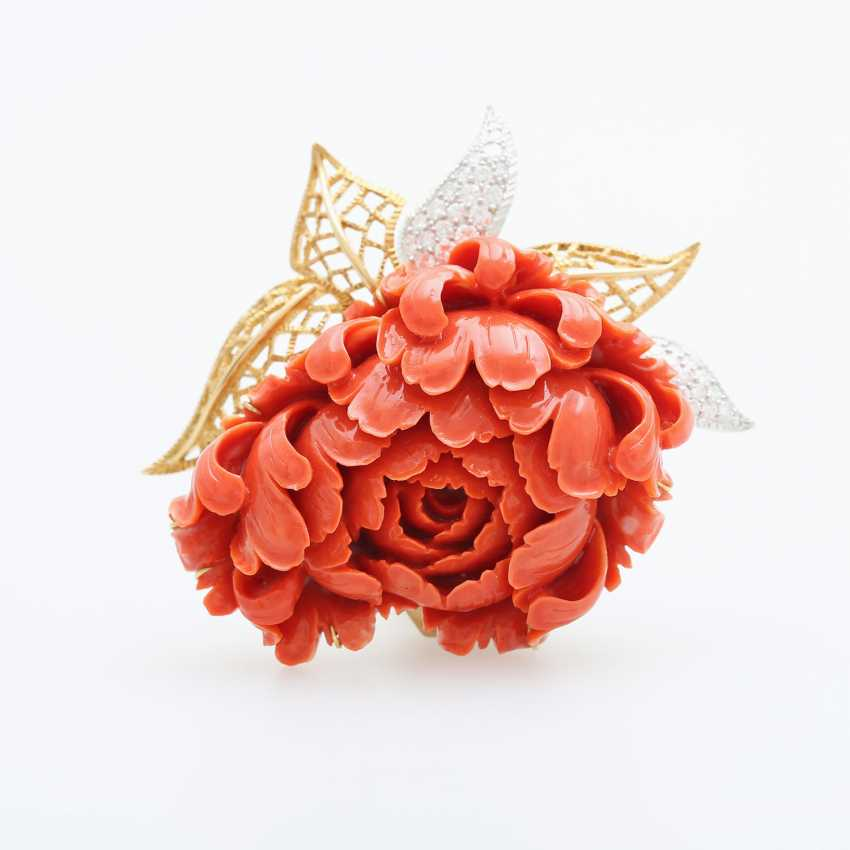 Exceptional brooch is made of a plastically-cut coral - photo 1