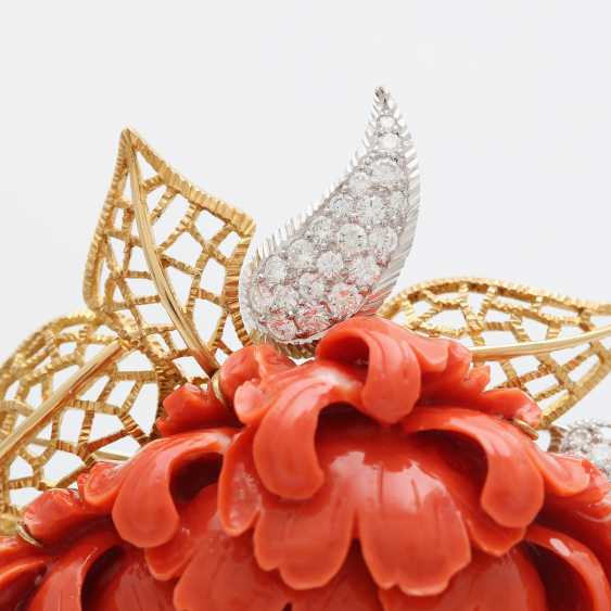 Exceptional brooch is made of a plastically-cut coral - photo 3