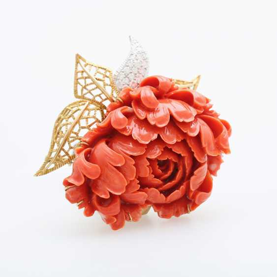 Exceptional brooch is made of a plastically-cut coral - photo 2