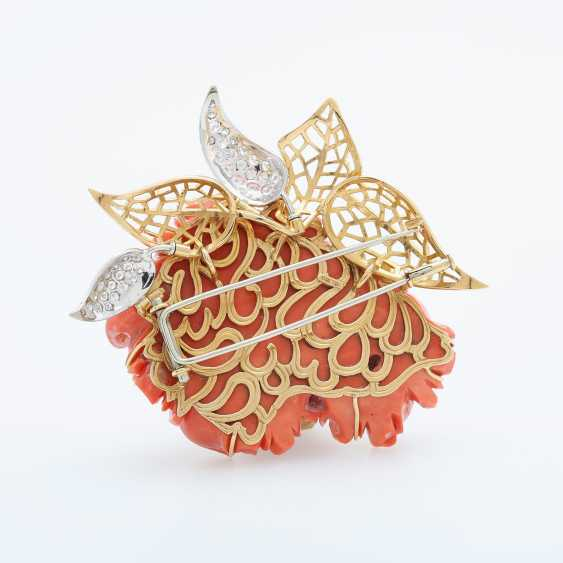 Exceptional brooch is made of a plastically-cut coral - photo 4