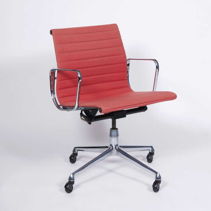 Vintage Aluminum Chair. Charles & Ray Eames, active mid-20s. Century - photo 1