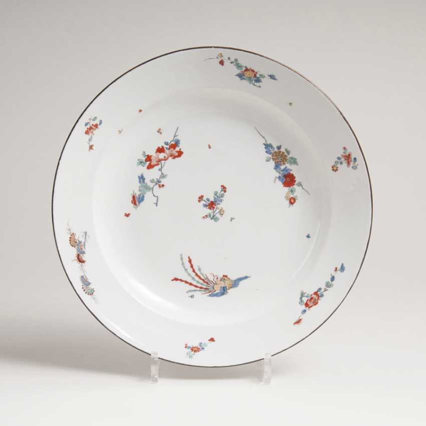 Bowl with peonies and chrysanthemums, branches and Phoenix decoration in Kakiemon style - photo 1
