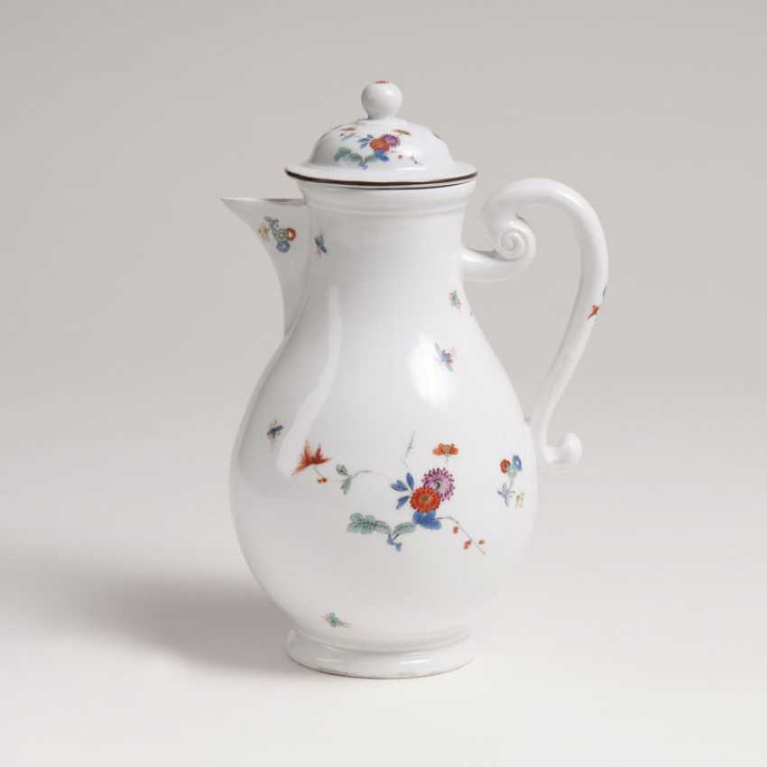 Coffee pot with chrysanthemums branch and the Phoenix in the Kakiemon style - photo 1
