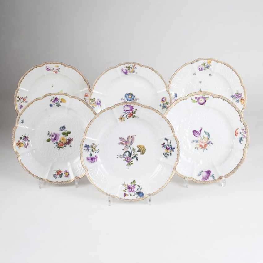 Set of 6 plates with Gotzkowsky-Relief-and-flower painting - photo 1