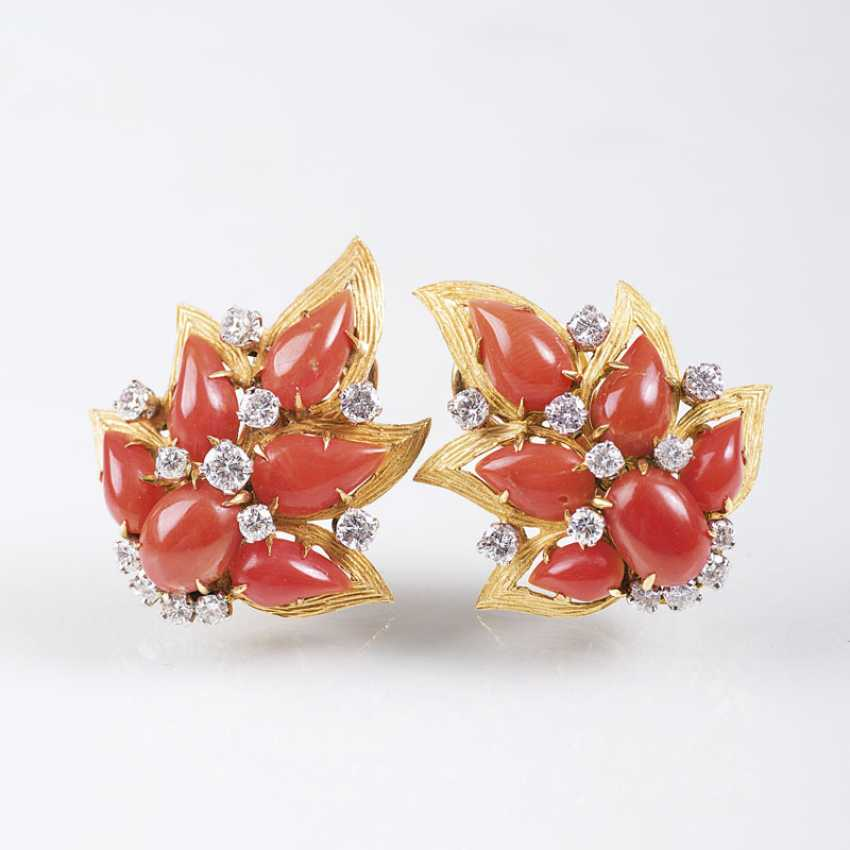 Pair of Vintage coral and diamond ear clips, gegründet1884, Rome - photo 1