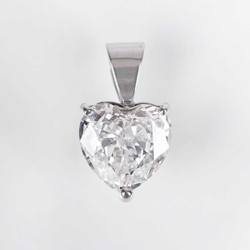 Diamond pendant in heart cut - photo 1