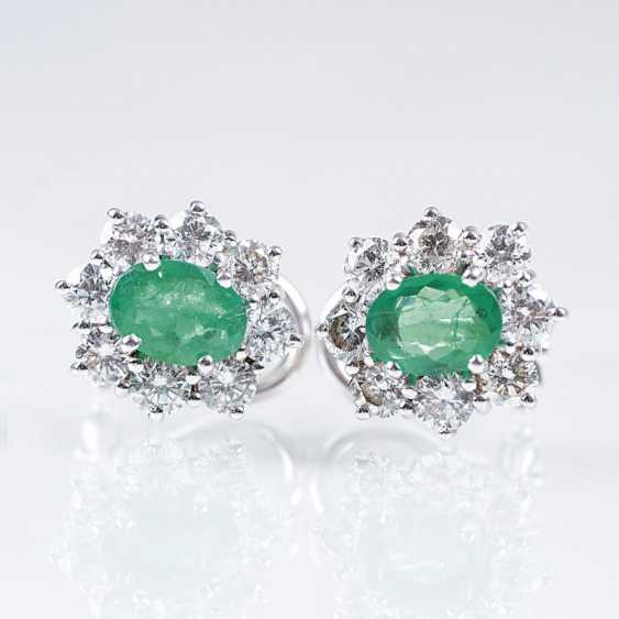 Pair of classic emerald and diamond earrings - photo 1