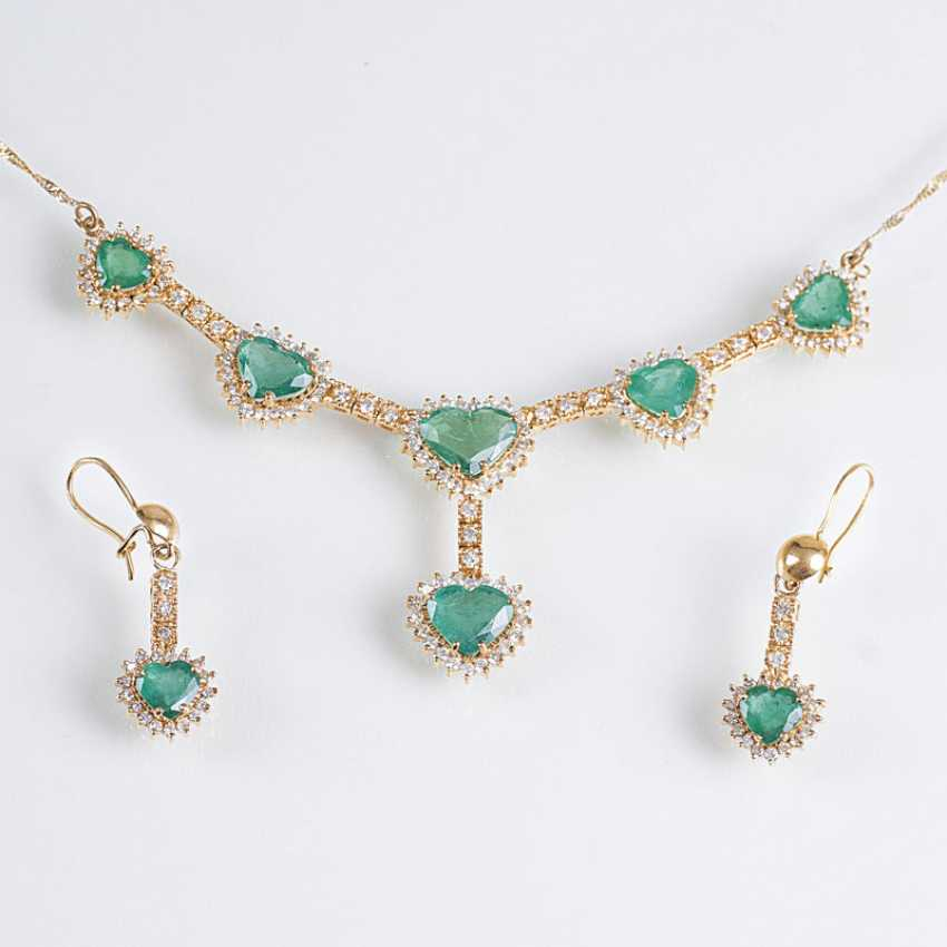 Brilliant-jewelry with heart-shaped emeralds - photo 1