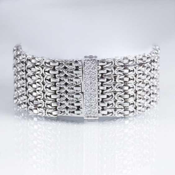 White gold bracelet with diamond Clasp - photo 1