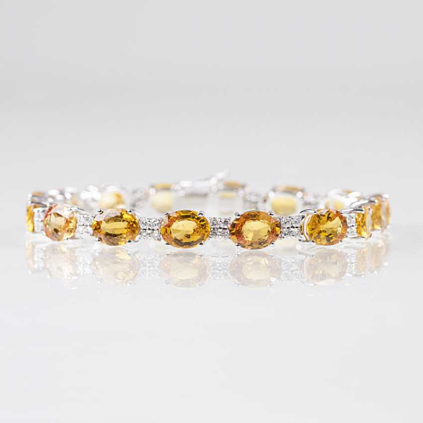 Vividly colored bracelet with yellow sapphires and brilliant-cut diamonds - photo 1