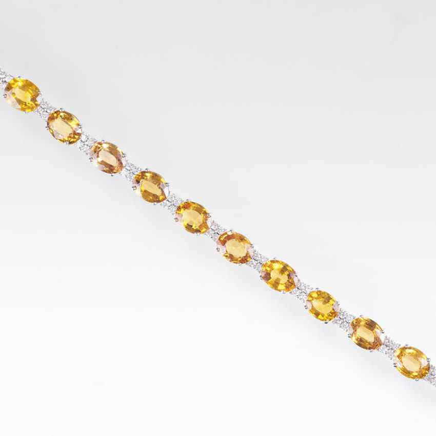 Vividly colored bracelet with yellow sapphires and brilliant-cut diamonds - photo 2