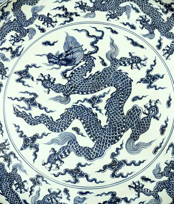 Extraordinary and particular large Chinese blue and white porcelain bowl