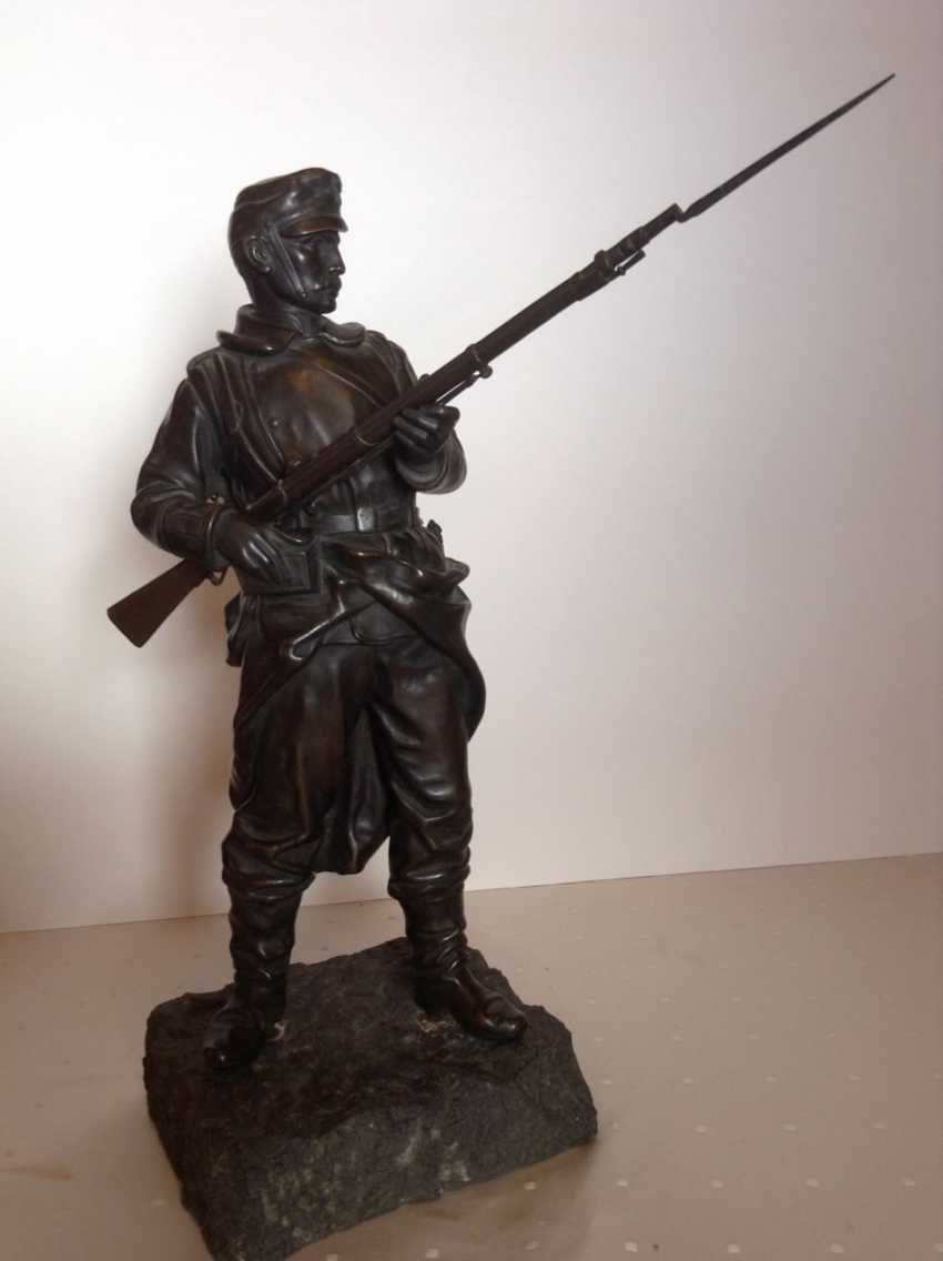 """""""As the INFANTRYMAN"""", Bronze on plinth, monogrammed/numbered, Austria in 1870 - photo 1"""