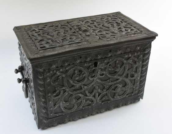BAROQUE CHEST, engraved iron, Germany, around 1700 - photo 1