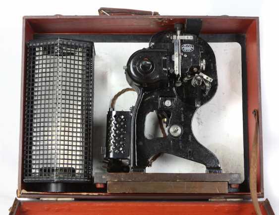 Zeiss Ikon film projector in case - photo 2