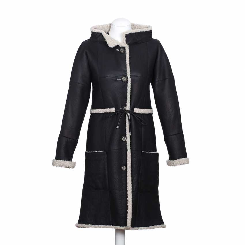 CHANEL exclusive lamb fur coat, size 36. - photo 1