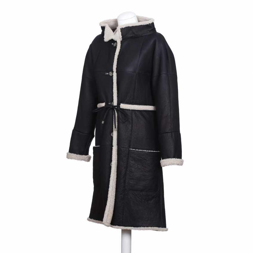 CHANEL exclusive lamb fur coat, size 36. - photo 2