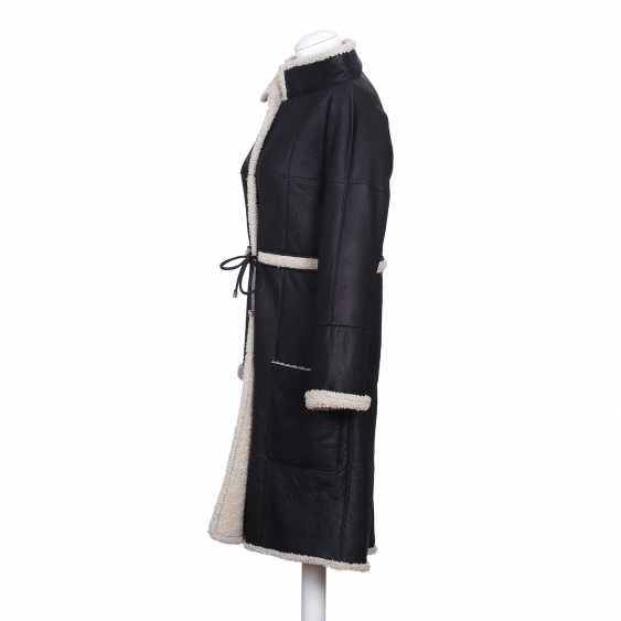 CHANEL exclusive lamb fur coat, size 36. - photo 4