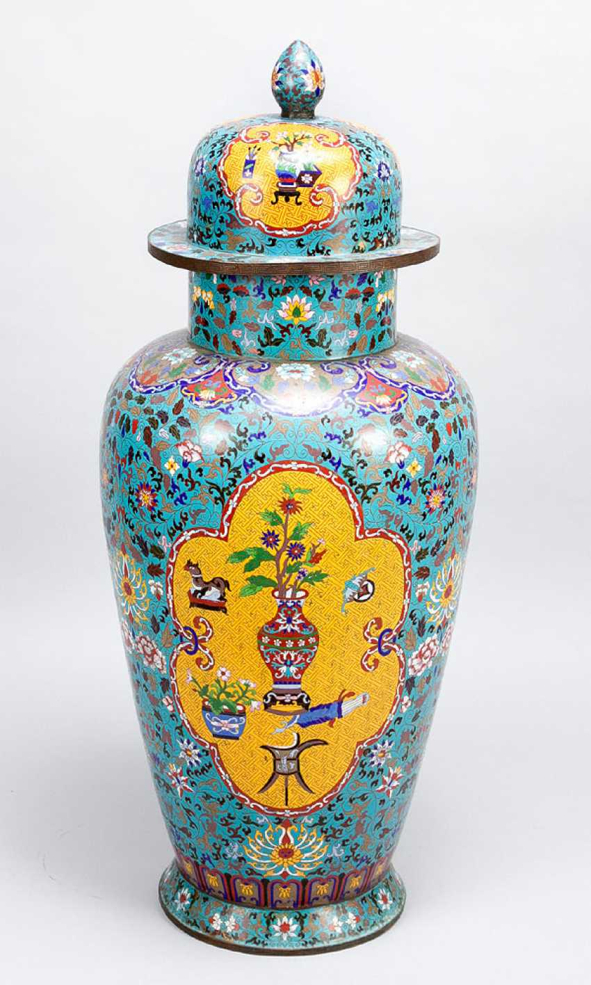 Pair of large imperial Chinese cloisonne vases - photo 2