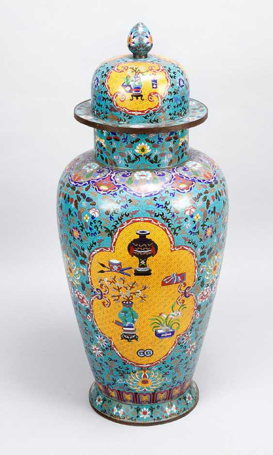 Pair of large imperial Chinese cloisonne vases - photo 3