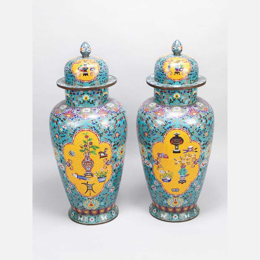 Pair of large imperial Chinese cloisonne vases - photo 1