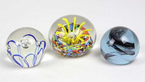 3 glass weights - photo 1