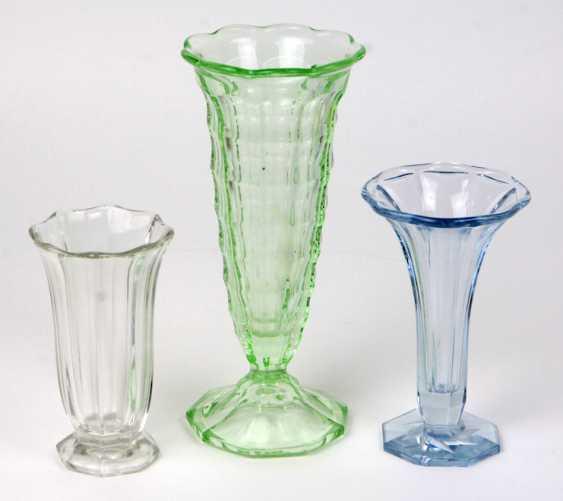 3 Pressglas Vasen - photo 1