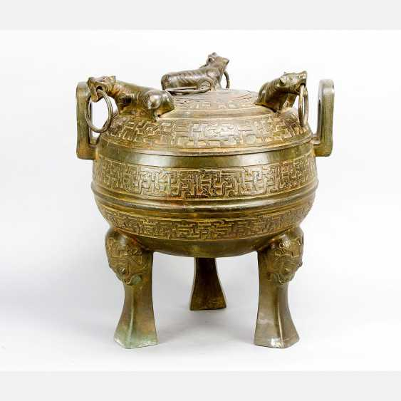 Large Chinese ceremonial or incense pot - photo 1