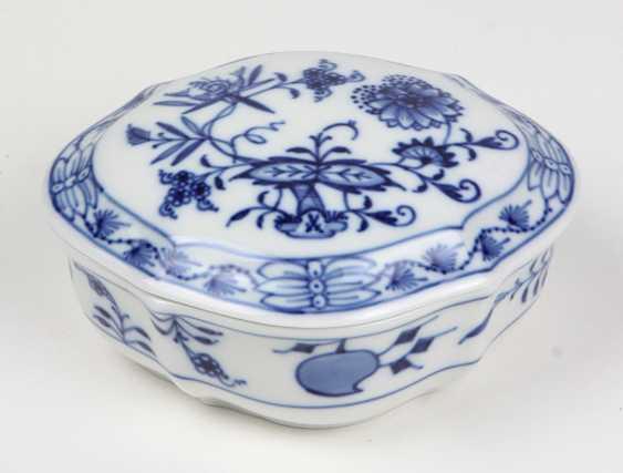 Meissen Lidded Box *Onion Pattern* - photo 1