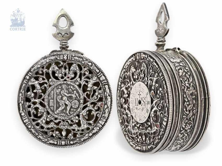 Taschenuhr: antikes Halsuhrengehäuse im Renaissancestil, Dosenform, vermutlich Frankreich 18. Jahrhundert - photo 1