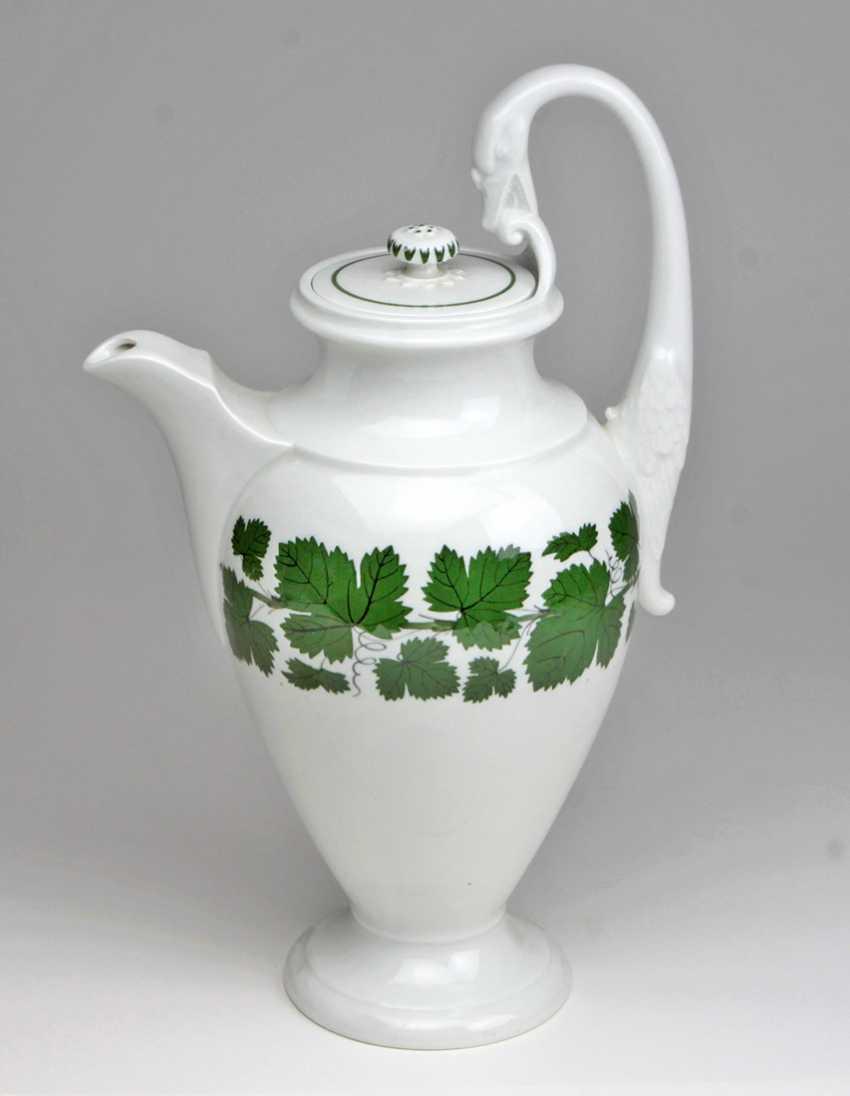 Meissen Swan Neck Pot *Vine Leaves* - photo 1