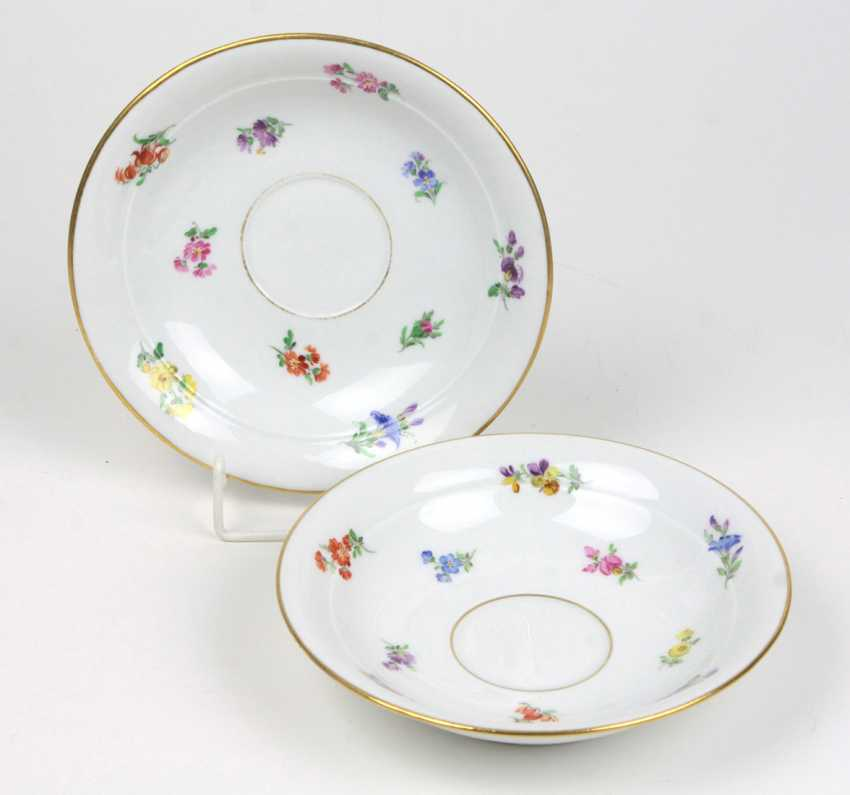 Meissen, 2 Saucers *Scattered Flowers* - photo 1