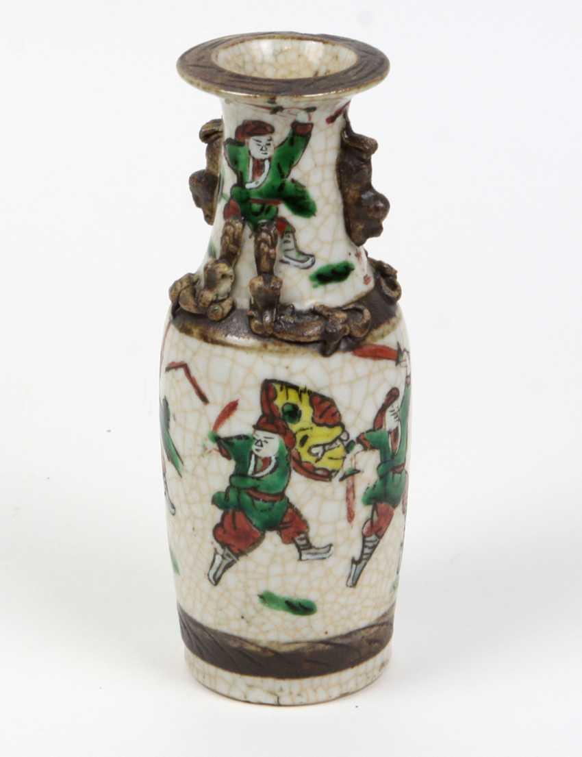 antike asiatische Reliefvase - photo 2