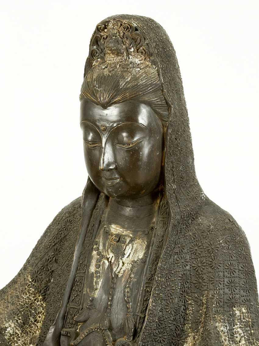 Large Asian bronze group of Guanyin - photo 2