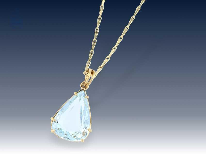Chainpendant decorative vintage chain necklace with a beautiful chainpendant decorative vintage chain necklace with a beautiful large aquamarine pendant aloadofball Image collections