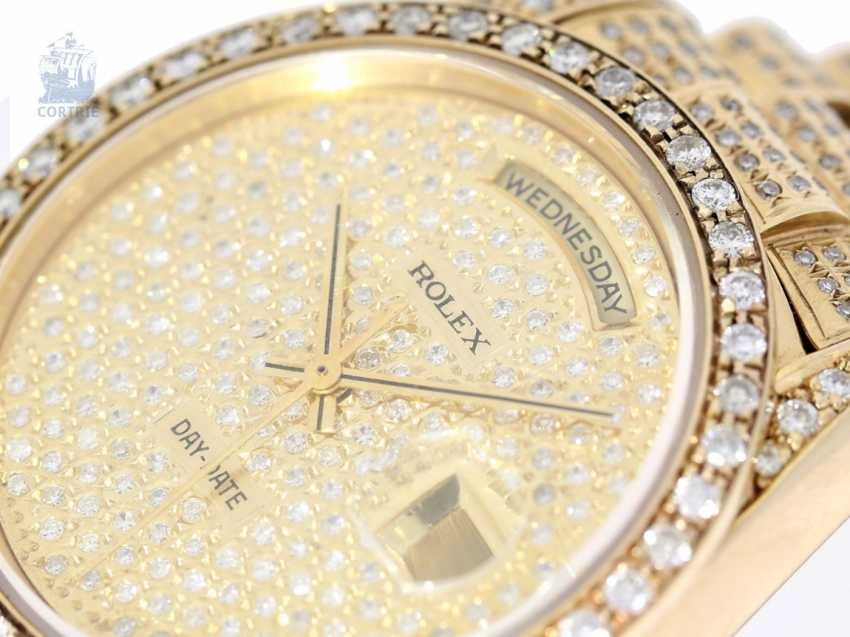 Watch: luxurious, heavy Golden watch, fully set with brilliant-cut diamonds, Rolex Day-Date automatic Chronometer Ref.18238 1994 - photo 1