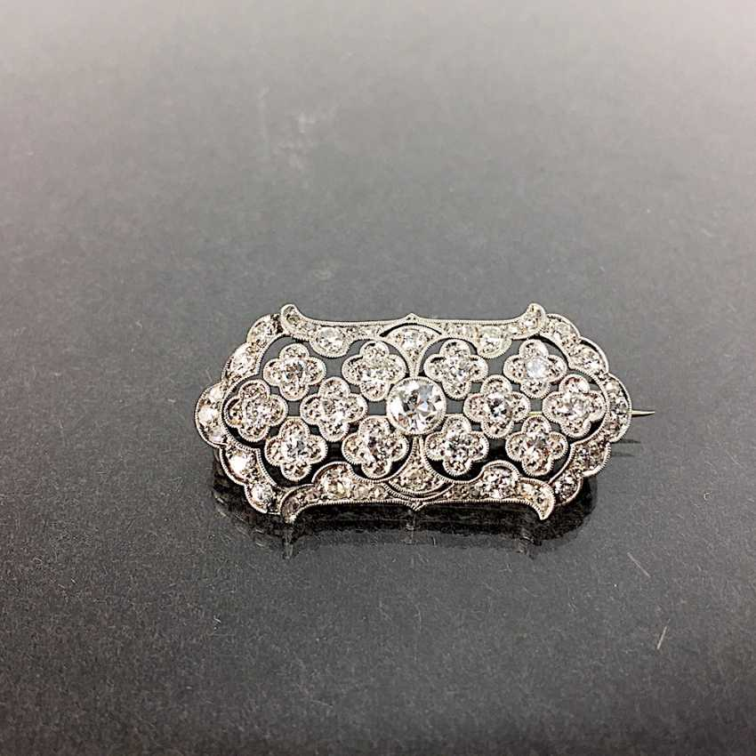 Unprecedented brilliant-solitaire-brooch: a 2.5-carat, white gold, rhodium-plated, Art Deco circa 1920, excellent! - photo 2