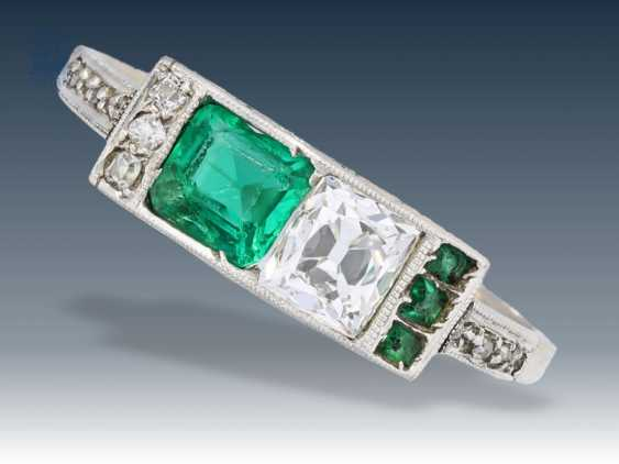 Ring: Art Deco ring with diamonds and emeralds - photo 1