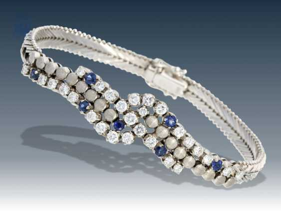 Bracelet: very decorative and of high quality crafted vintage gold forged bracelet with sapphires and fine diamonds, approximately 1.7 ct - photo 1
