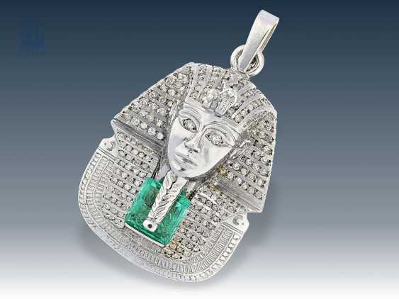 Pendant: high quality gold pendant with bust of the Egyptian Pharaoh Smenkhkare (1335-1333 BCE), a great emerald, as well as a rich diamond trim - photo 1