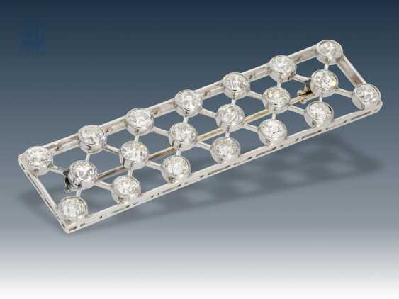 Brooch: extremely high quality Art Deco jewelry in platinum, set with numerous old European cut diamonds, approximately 5.5 ct - photo 1