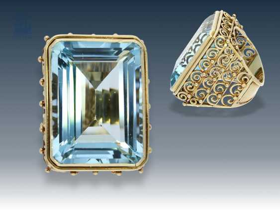 Ring: unique vintage gold wrought ring set with a stunning aquamarine in very good quality, approx. 45ct - photo 1