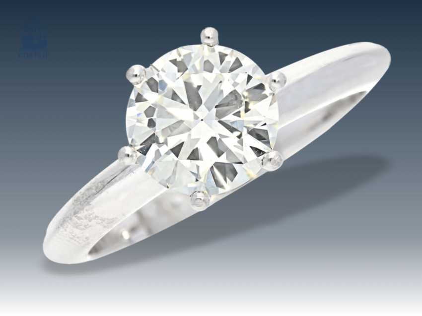 Ring: classic diamond/solitaire ring with high quality brilliant of about 1.75 ct - photo 1