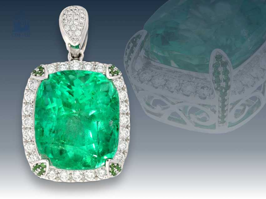 Trailer: Exclusive emerald pendant with natural emerald of 22,82 ct(GRS GEMSTONE REPORT SWISSLAB), original price lt. Label 70.000€ - photo 1