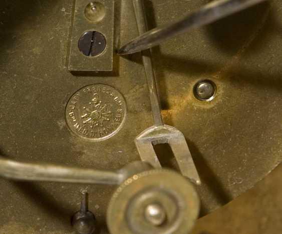 Französische Kamin-Uhr. PARIS Mitte 19. Jahrhundert, - photo 3