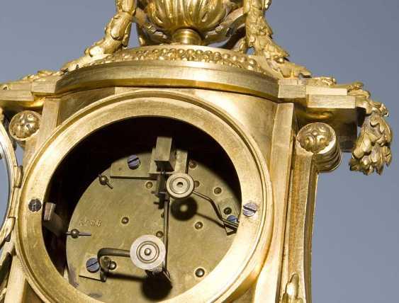 Französische Kamin-Uhr. PARIS Mitte 19. Jahrhundert, - photo 4